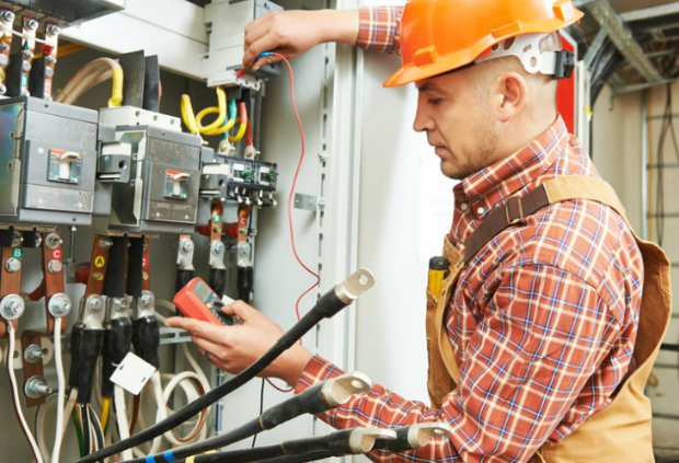 Електромонтажні роботи професійних електриків